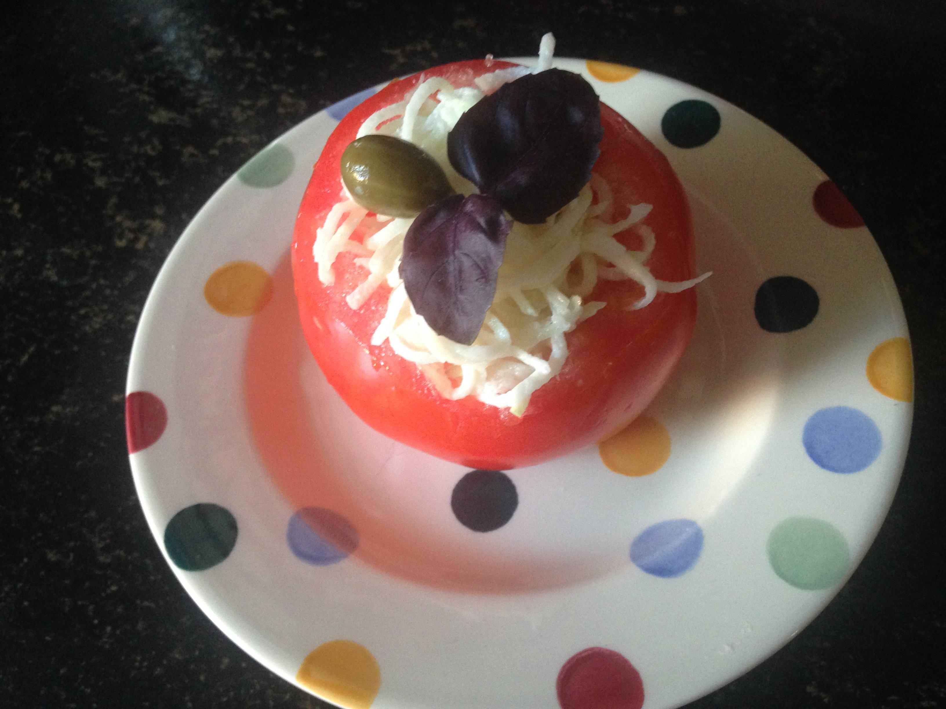 Keto Tomaat gevuld met selleriesalade