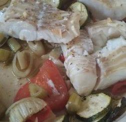 Keto kabeljauw met groente op Italiaanse wijze