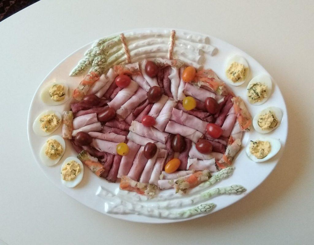 Keto vleesschotel met gevulde eieren