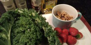boerenkoo. aardbeien en walnoten