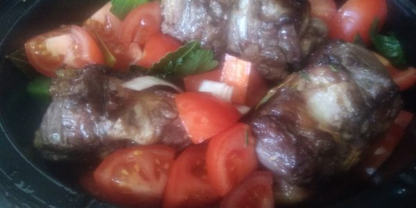 tomaten aan de slowcooker toevoegen
