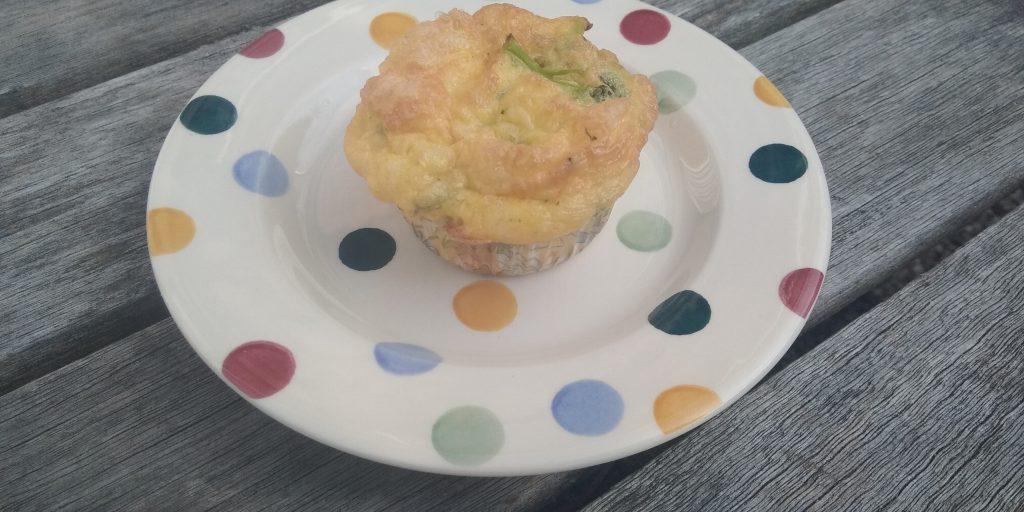 Keto broccoli-kaas muffin