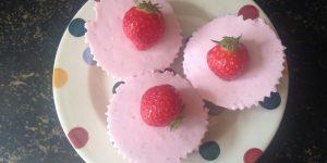 Keto aardbeien-kwarktaartjes